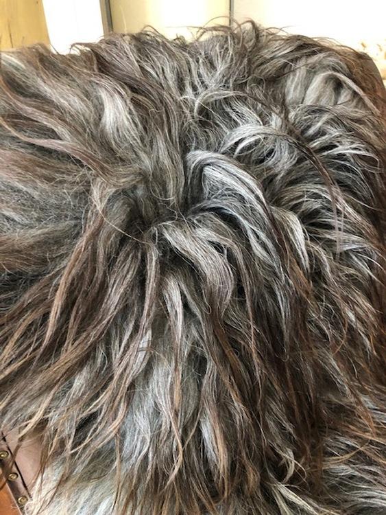 Isländskt fårskinn-grå