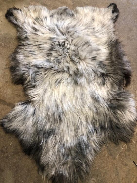 Isländskt fårskinn-ljusgrå