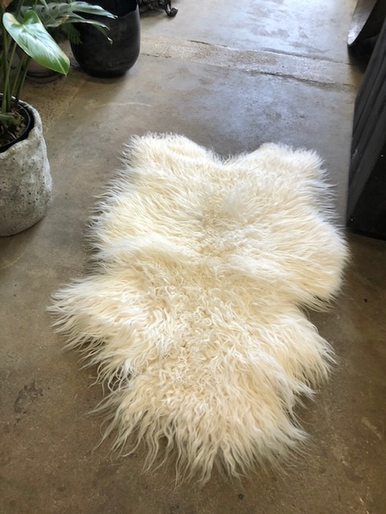 Isländskt fårskinn-vit