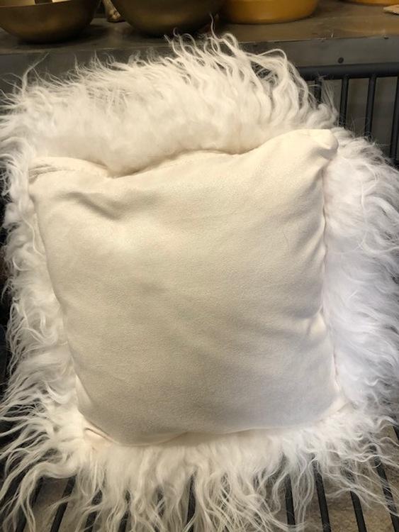 Kudde i långhårigt, isländskt fårskinn