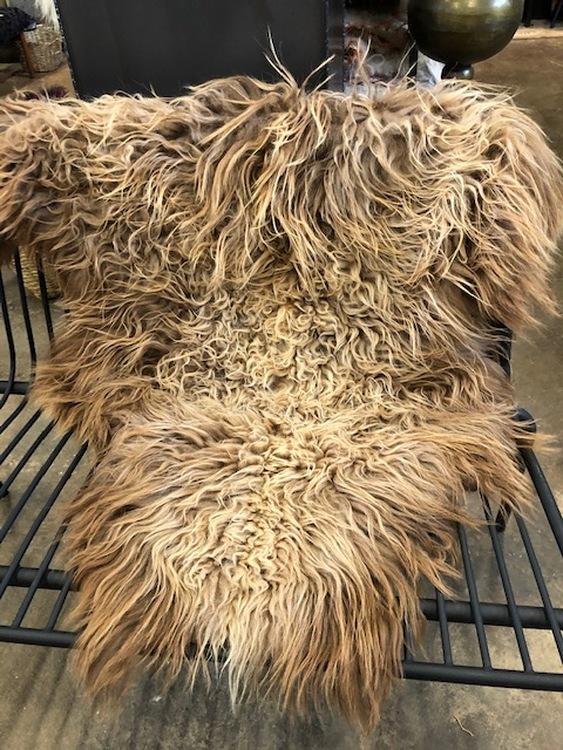 Isländskt fårskinn-brun
