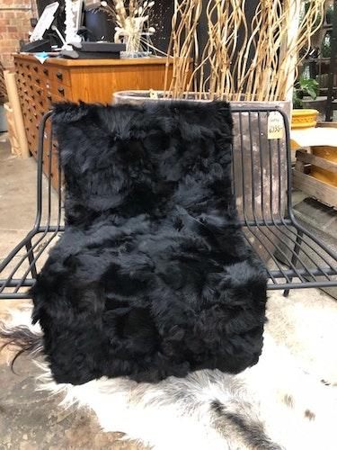 Fårskinnspläd i äkta fårskinn-Toscanalamm/svart
