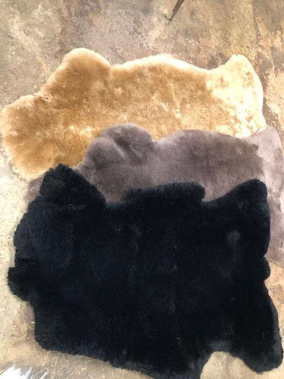 Australiensiskt svart fårskinn