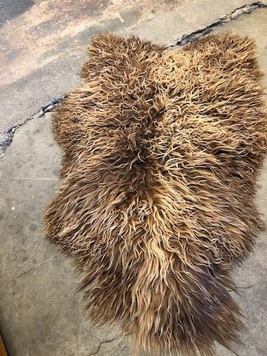 Isländskt fårskinn-brun 52