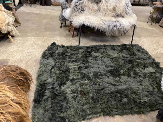 Fårskinnspläd-Överkast i äkta fårskinn-Olivgrön