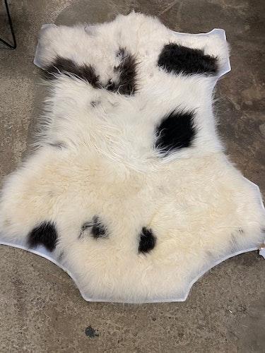 Fårskinnsmatta i äkta fårskinn /hantverk