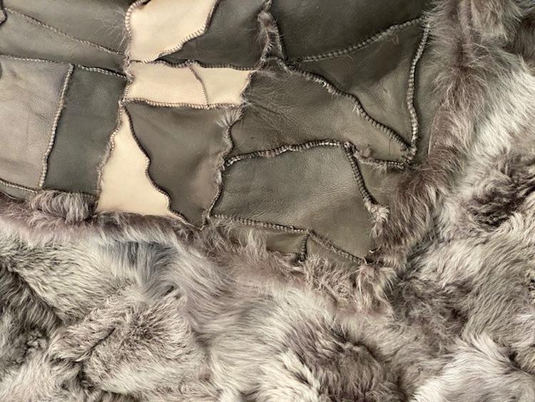 Fårskinnspläd-Överkast i äkta fårskinn-grå