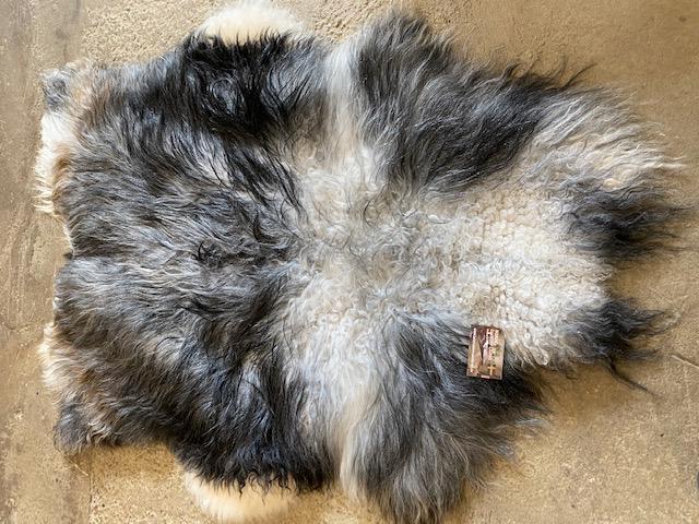 Isländskt fårskinn 38