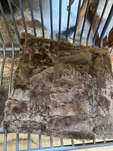 sittdyna i fårskinn-brun