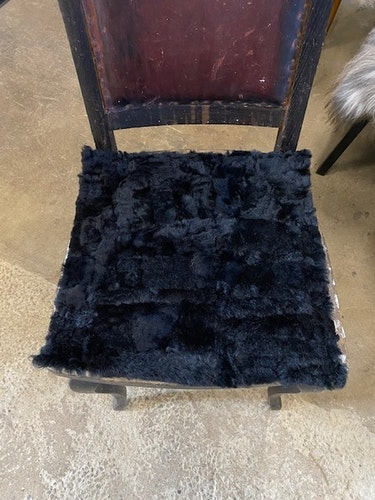 sittdyna i fårskinn-svart