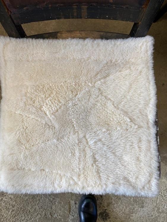 sittdyna i fårskinn off white