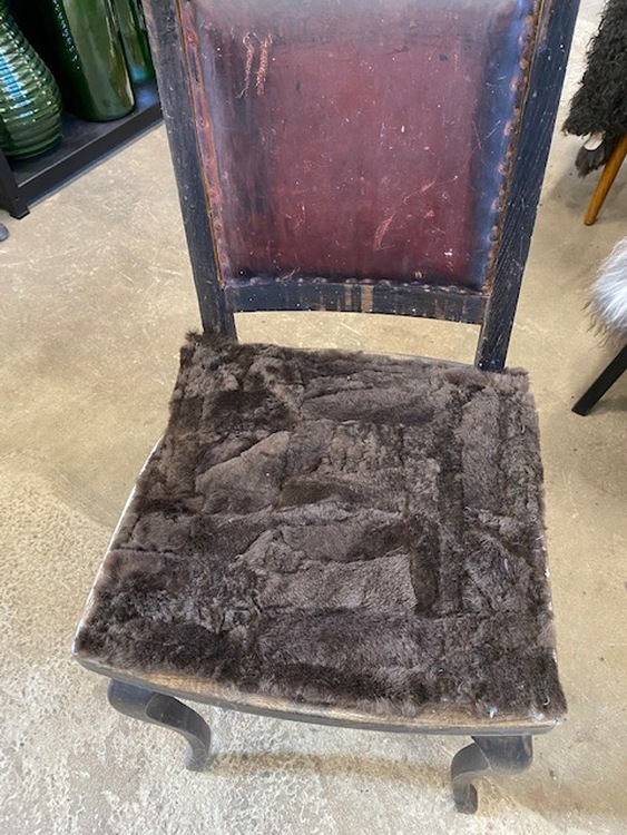 Kopia sittdyna i fårskinn-bruna