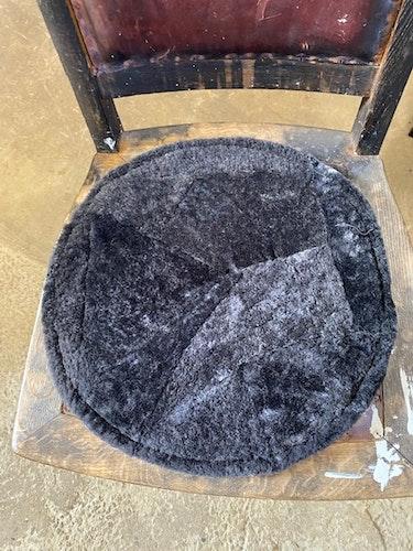 Sittdyna i fårskinn-antracitgrå
