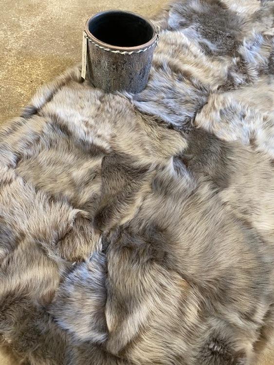 Kopia Fårskinnspläd i äkta fårskinn-Toscanalamm
