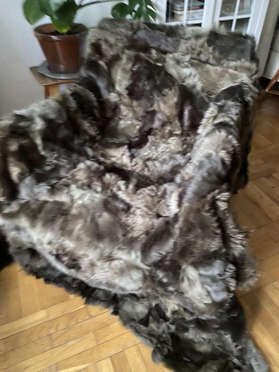 Fårskinnspläd-Överkast i äkta fårskinn-brun
