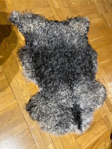 Gotländskt lockigt fårskinn 6/2012
