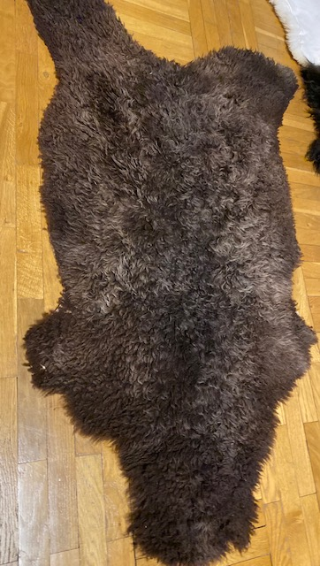 Gotländskt lockigt fårskinn 34/233/6 korthårigt