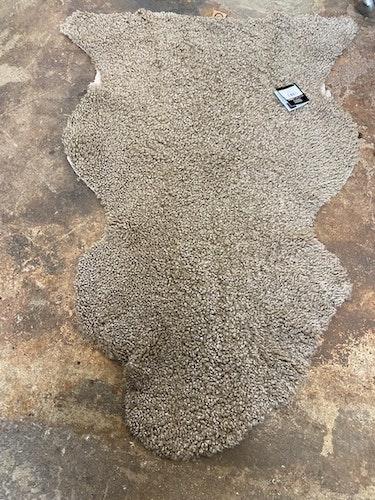 """Australiensiskt fårskinn brun-""""sahara"""" 105-70cm"""