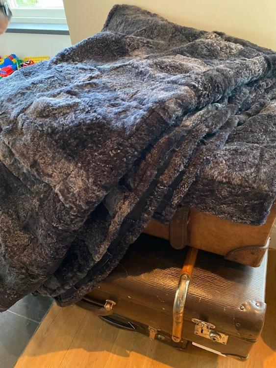 Fårskinnspläd-Överkast i äkta fårskinn