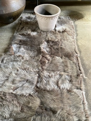 Fårskinnspläd i äkta fårskinn