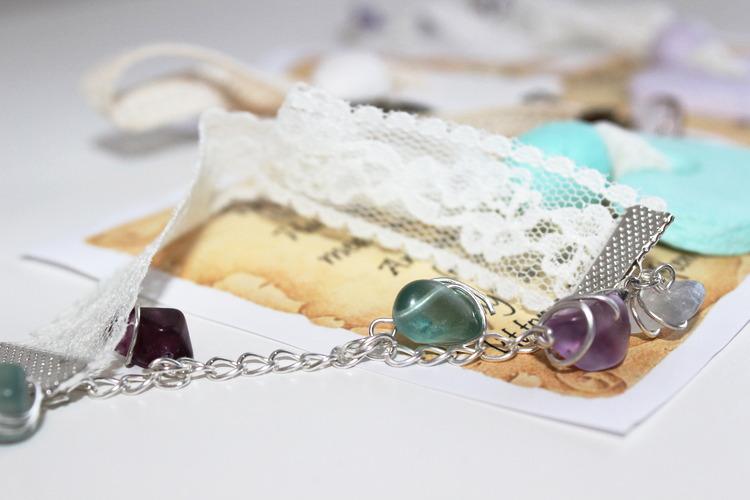 Handgjort Dofthänge med Kristaller/Ädelstenar Shabby Chic (Design by Trolsk)