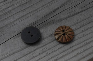Rund knapp i horn, 1,8 cm