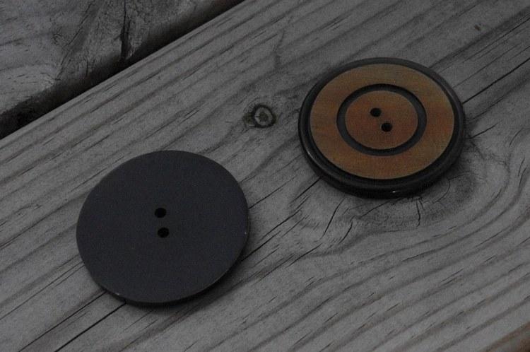 Rund knapp i horn 4 cm