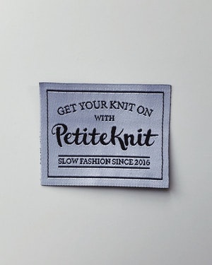 "PetiteKnit ""Get Your Knit On""-label"