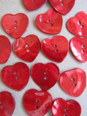 Röd pärlemorknapp Hjärta - 40 mm