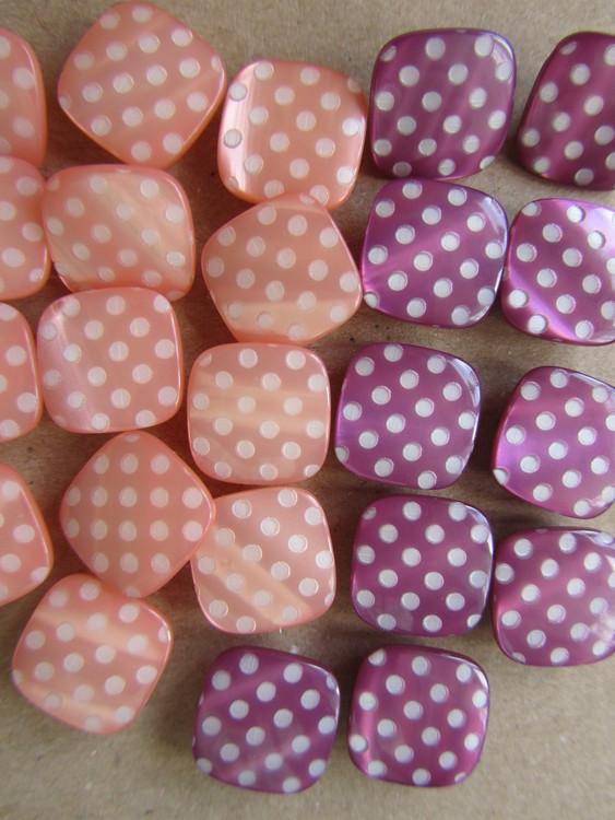 Aprikos & Lila fyrkantig knapp med prickar - 14 mm