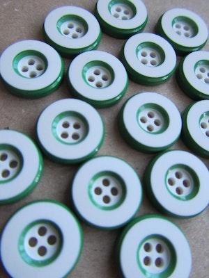 Vit knapp med grön kant - 14 mm