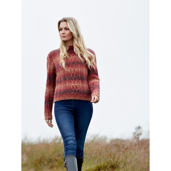 WYS The Croft – Wild Shetland – Mönster Alana Cabled Sweater