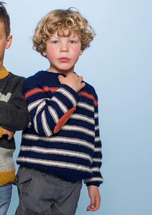 Hefte 1312 Nr. 17 Blå genser med smale striper.