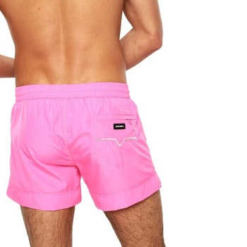 Sandy Shorts, Pinky Deluxe