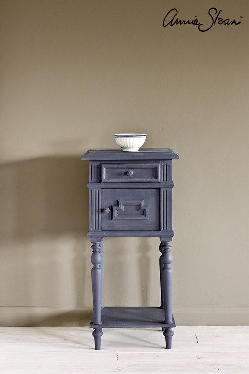Sängbord målat med Annie sloan Chalk Paint Old Violet