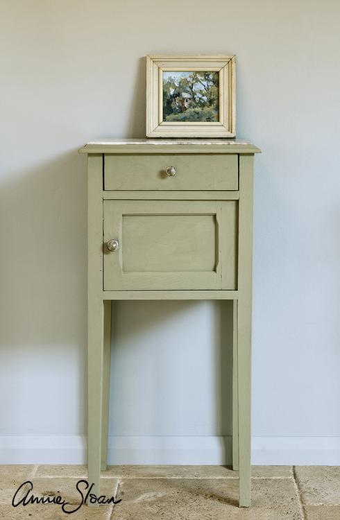 Sängbord målat med Annie Sloan Chalk Paint Chateau Grey