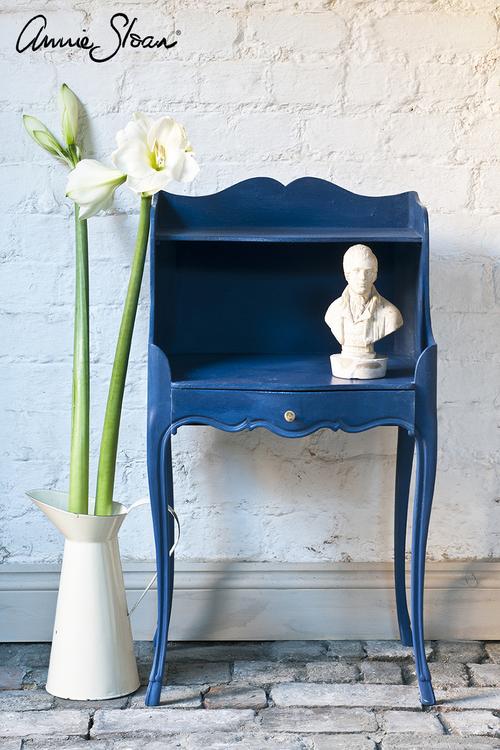 Sängbord målat med Annie Sloan Chalk Paint Napoleonic Blue
