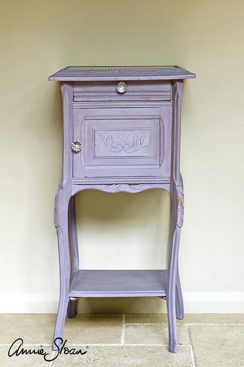 Sängbord målat med Annie Sloan Chalk Paint Emile