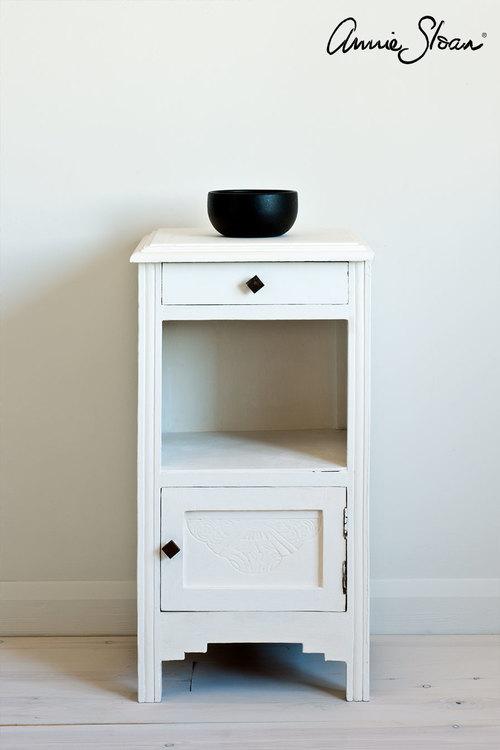 Möbel målad med Annie Sloan Chalk Paint Pure