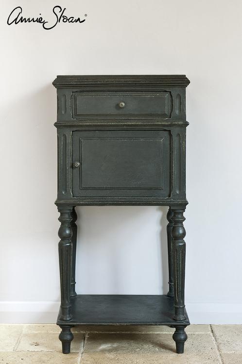 Möbel målad med Annie Sloan Chalk Paint Graphite