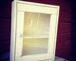 Skåp med glasdörr