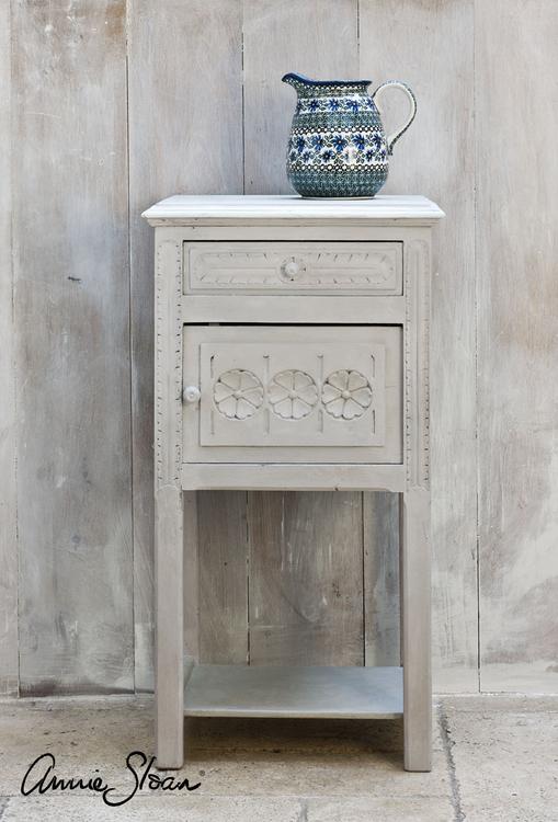 Sängbord målat med Annie sloan Chalk Paint Paris Grey