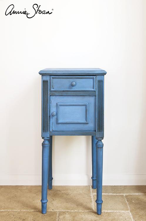 Sängbord målat med Annie Sloan Chalk Paint Greek Blue