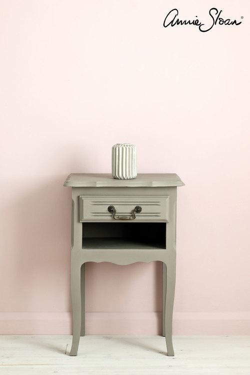 Sängbord målat med Annie Sloan Chalk Paint French Linen
