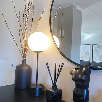 Bordslampa Glob