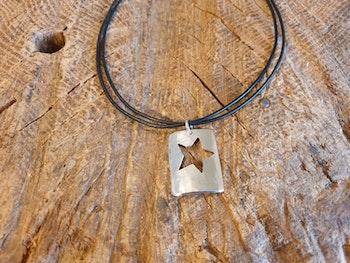 Silverhalsband med stjärna