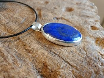 Silverhalsband med lapiz lazuli