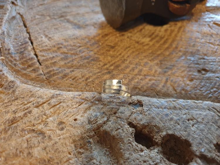 Silverring liten med mönster