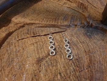 Silverörhänge med småringar
