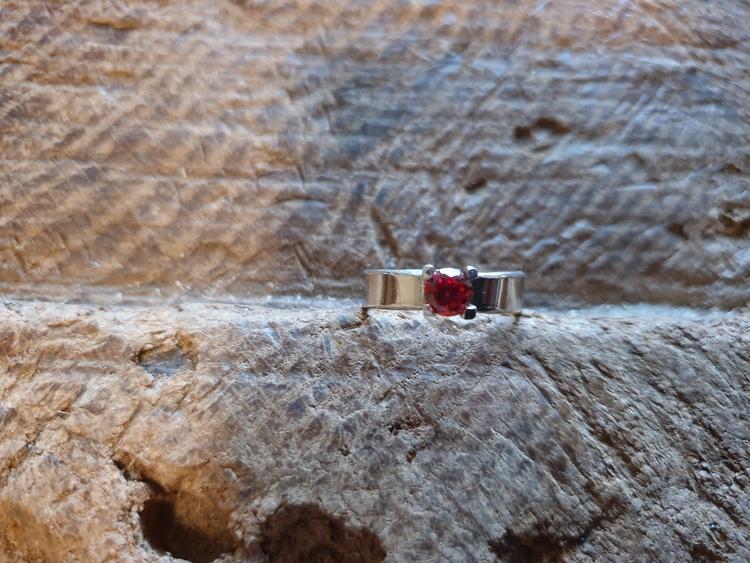 Silverring klofattning röd cubic zirconia